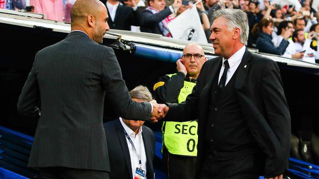 Carlo Ancelotti (à droite) succédera à Pep Guardiola (à gauche) sur le banc du Bayern Munich l'été prochain.