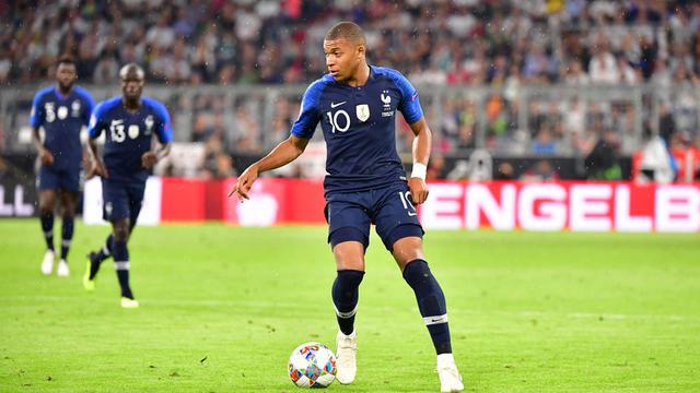 e500152d5b7b9c Pourquoi les maillots de l'équipe de France deux étoiles ne sont pas ...