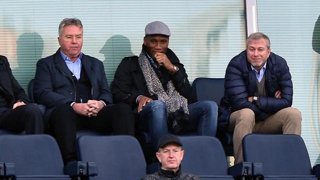 Didier Drogba (au centre) pourrait mettre un terme à sa carrirère et devenir adjoint de Guus Hiddink.