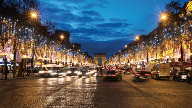 Les Champs-Élysées seront illuminés du 21 novembre au 8 janvier.