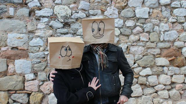 """Le site internet Blindd permet des rencontres """"à l'aveugle""""."""