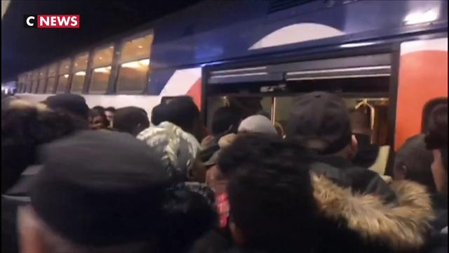 Grève : les Franciliens s'arment de patience dans les transports en commun