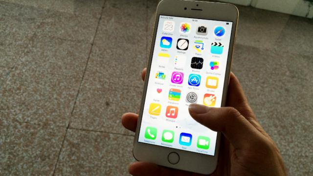 Un iPhone 6 Plus équipé de l'iOS 8.