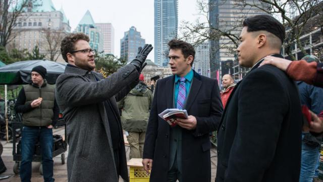 """Seth Rogen et James Franco sur le tournage de la comédie """"L'interview qui tue ! """"."""