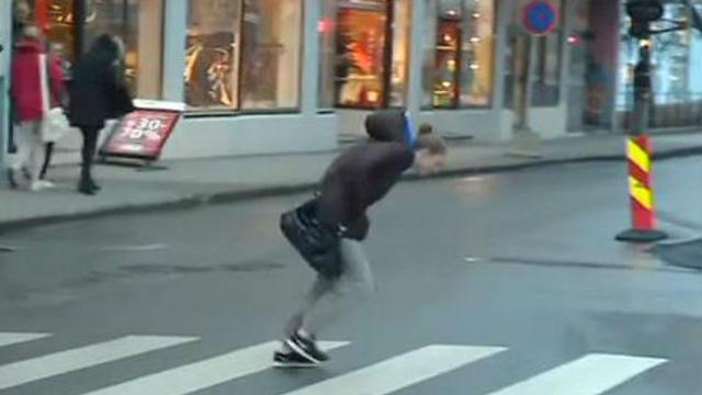 En Norvège, quand le vent souffle, il est difficile de marcher dans la rue