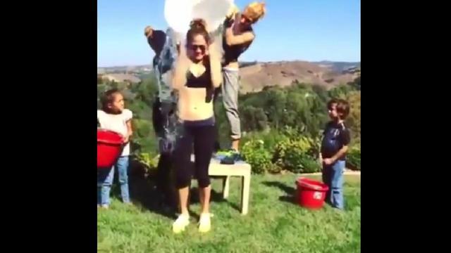 Jennifer Lopez a été nominée par le footballeur Cristiano Ronaldo pour l'Ice Bucket Challenge.