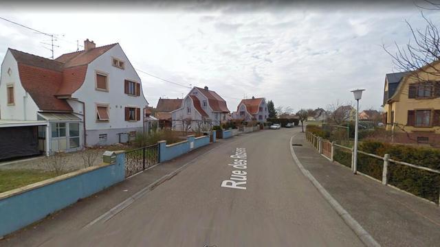 Le fratricide est survenu dans une habitation de la rue des Rosiers, à Ensisheim (Haut-Rhin).