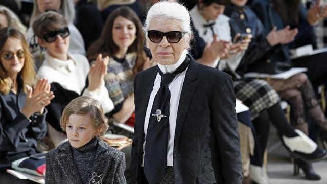 Le grand couturier Karl Lagerfeld lors de la Fashion Week de Paris, en mars 2016.