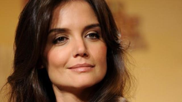 Katie Holmes ne laissera pas Tom Cruise enrôler leur fille dans la Scientologie.