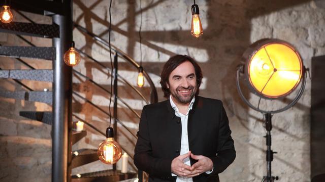 Musicien et érudit, André Manoukian raconte les coulisses de la naissance des tubes de la chanson française