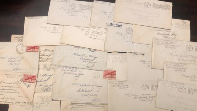 La vingtaine de lettre retrouvées dans le Tennessee par les deux amies ont finalement retrouvé leurs propriétaires.