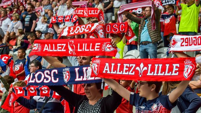 Plus de 300 supporters lillois ont été arrêtés mardi à Amsterdam pour des violences et perturbation de l'ordre public en marge du match de Ligue des champions entre l'Ajax et Lille.