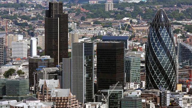 Les gratte-ciel fleurissent à Londres, et depuis peu dans sa banlieue.