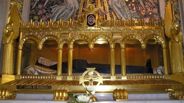 Le reliquaire de Louise de Marillac dans la chapelle de la Médaille Miraculeuse à Paris