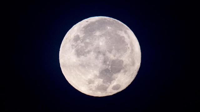 Une Super Lune observée en Birmanie, le 4 décembre 2017.