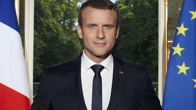 Le format du portrait officiel est de 50X70 cm, contre 50X65 auparavant.