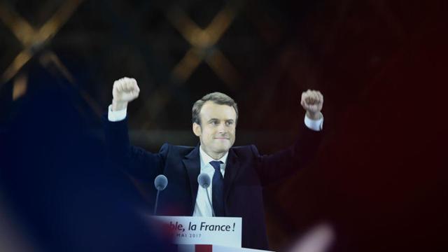 A Béziers, tenue par Robert Ménard avec le soutien du FN, Emmanuel Macron est arrivé en tête avec 52,69 % des voix.