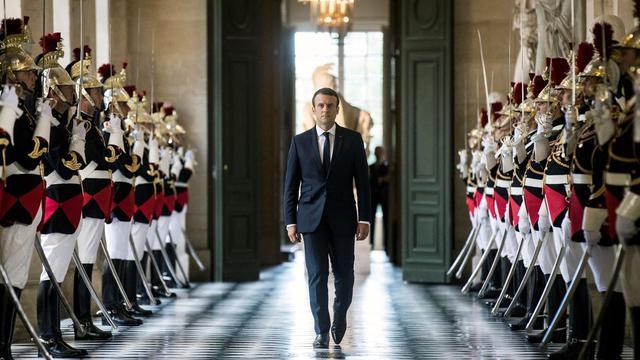 Il y a pratiquement un an jour pour jour, Emmanuel Macron faisait exploser les lignes en faisant son entrée à l'Elysée par «effraction», selon son propre terme.