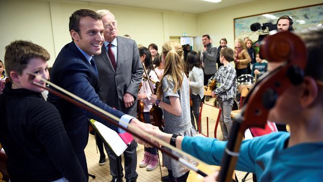Emmanuel Macron en visite dans une école primaire à Avallon (Yonne), le 23 mars 2017.