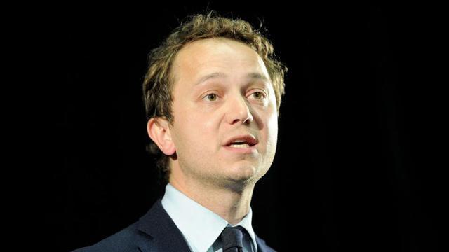 A 37 ans, le conseiller départemental LR du Finistère se dit «Macron compatible».