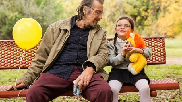 """Al Pacino et la jeune actrice qui interprète sa petite fille dans le film """"Manglehorn"""" de David Gordon Green."""