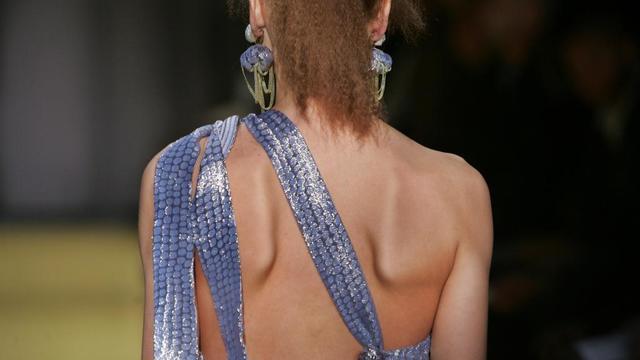 Selon l'ancienne directrice de Vogue Australie, des mannequins mangent des mouchoirs en papier pour tromper leur faim