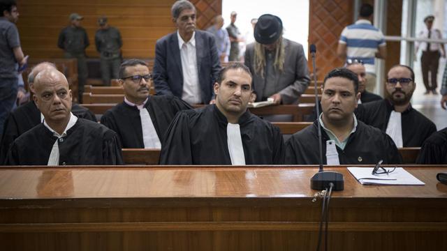 Les avocats attendent l'arrivée des djihadistes présumés accusés du meurtre de deux femmes scandinaves lors de l'audience finale du procès qui se déroule depuis 11 semaines à Sale, près de la capitale Rabat, le 18 juillet 2019.