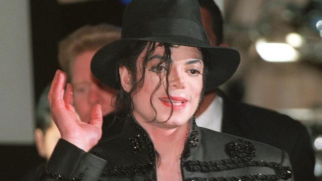 Après le scandale créé par le documentaire Leaving Netherland, qui relance les accusations de pédophilie contre Michael Jackson, certaines radios ont décidé de retirer le roi de la pop de leur programmation.