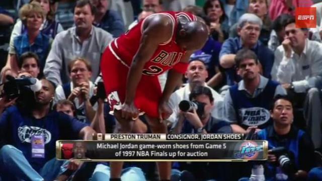 """Michael Jordan jouant pour les Bulls de Chicago contre les Utah Jazz lors du fameux ''match de la fièvre"""" de 1997"""