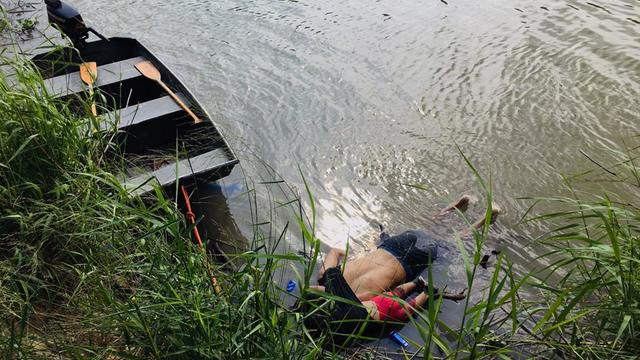 Les corps du Salvadorien Oscar Martinez et de sa fille, noyés en tentant de traverser le Rio Bravo, au Mexique, le 24 juin 2019.