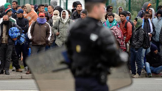 Des migrants attendant un possible départ de Calais.