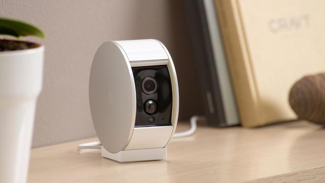 La petite caméra Myfox possède un volet motorisé qui permet de couvrir l'objectif.