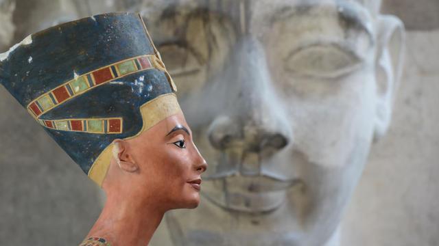 Cette réplique du buste de Néfertiti est visible à Berlin, en Allemagne.