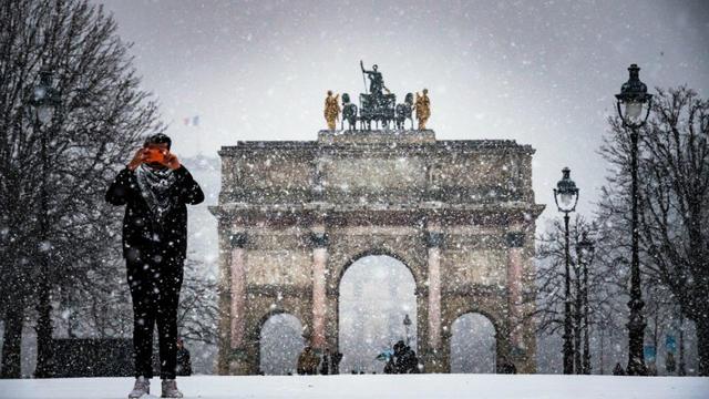La neige est attendue dans la nuit de mardi 29 à mercredi 30 janvier à Paris.