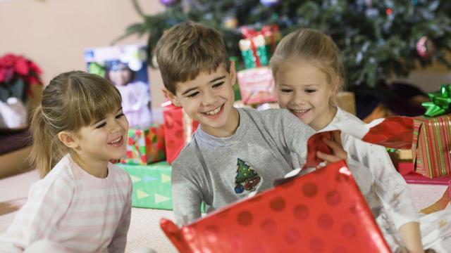 Les paquets sous le sapin représenteront une enveloppe de 244 euros en moyenne.