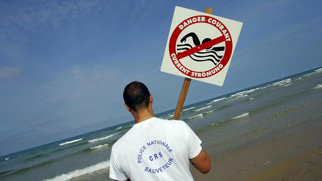 De juin à septembre, quatre noyades sur dix se produisent dans la mer, à proximité du rivage.