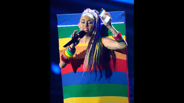 Miley Cyrus, un rien l'habille