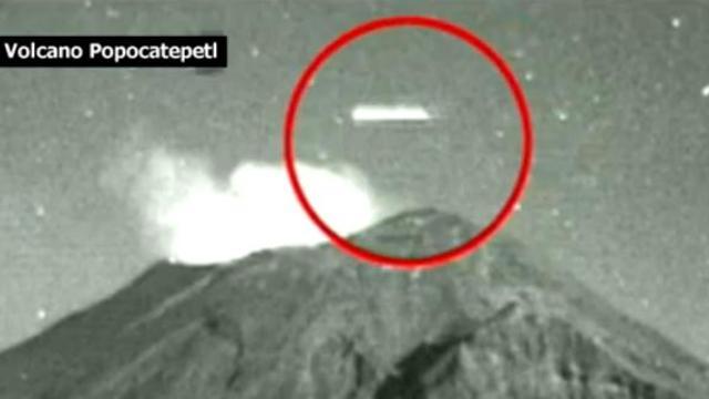 Canular ou phénomène mystérieux ? Quel est cet objet qui survole le Popocatepetl ?