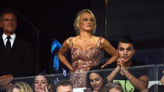 Pamela Anderson est la compagne du défenseur marseillais Adil Rami.