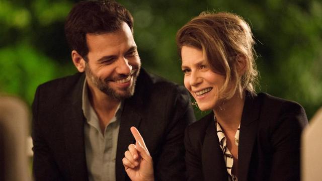 """Laurent Lafitte et Marina Foïs dans le film """"Papa ou maman"""" de Martin Bourboulon."""