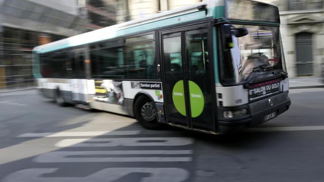 Un bus dans le centre de Paris, le 14 mars 2014.