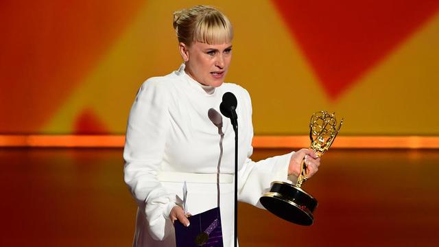 Patricia Arquette a évoqué avec une vive émotion, durant son discours aux Emmy Awards, sa soeur défunte, et a dénoncé les persécutions contre les personnes trans.