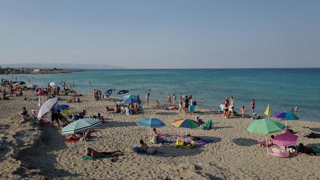 Les stations balnéaires veulent éviter que leurs plages ressemblent à des cimetières de mégots.
