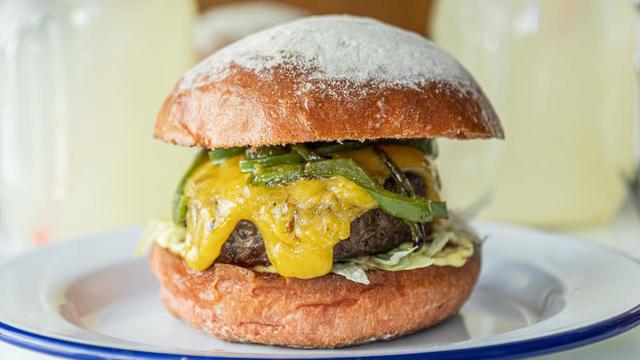 Le «Tribute Burger», reprend la célèbre coupe au bol de la cinéaste