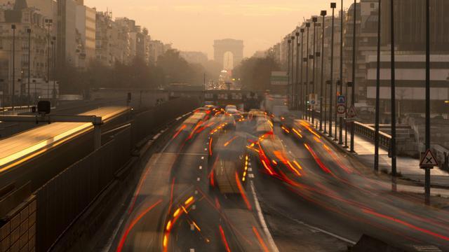 La circulation à Courbevoie, près de Paris, en novembre 2015