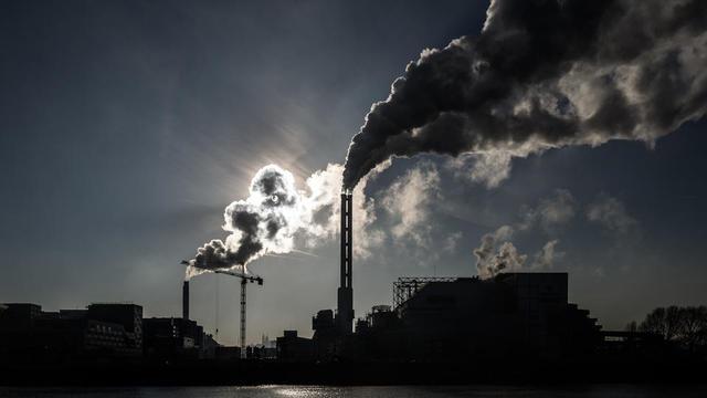 A Paris et sa proche banlieue (ici, Saint-Ouen), la circulation a été interdite de circulation les véhicules les plus polluants, mercredi.