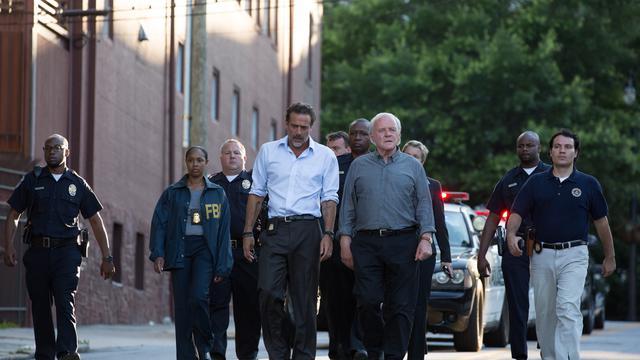 """Dans """"Prémonitions"""", Anthony Hopkins est notamment accompagné de l'acteur Jeffrey Dean Morgan, qui en 2009 jouait le rôle du Comédien dans le film de Zack Snyder """"Watchmen - Les Gardiens""""."""