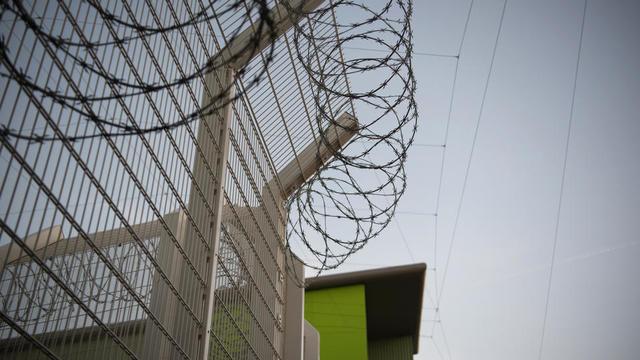 Les détenus ont scié les barreaux d'une fenêtre, avant d'escalader le grillage de l'enceinte (photo d'illustration).