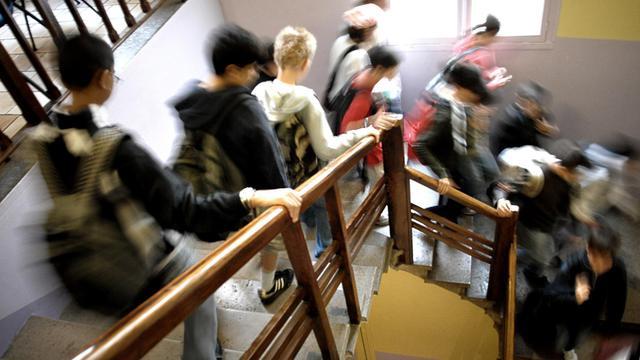 Des élèves de collège font leur rentrée scolaire
