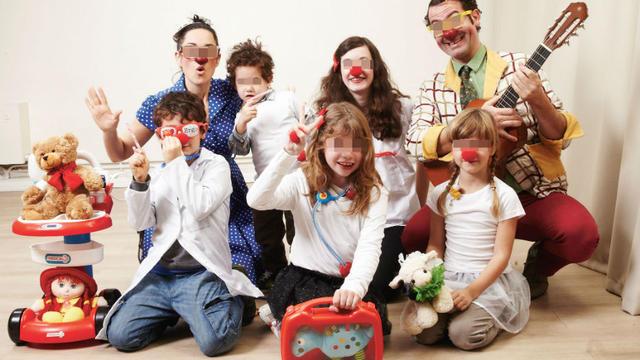 AMPLI Mutuelle soutient les clowns du Rire Médecin via son réseau d'étudiants en santé.